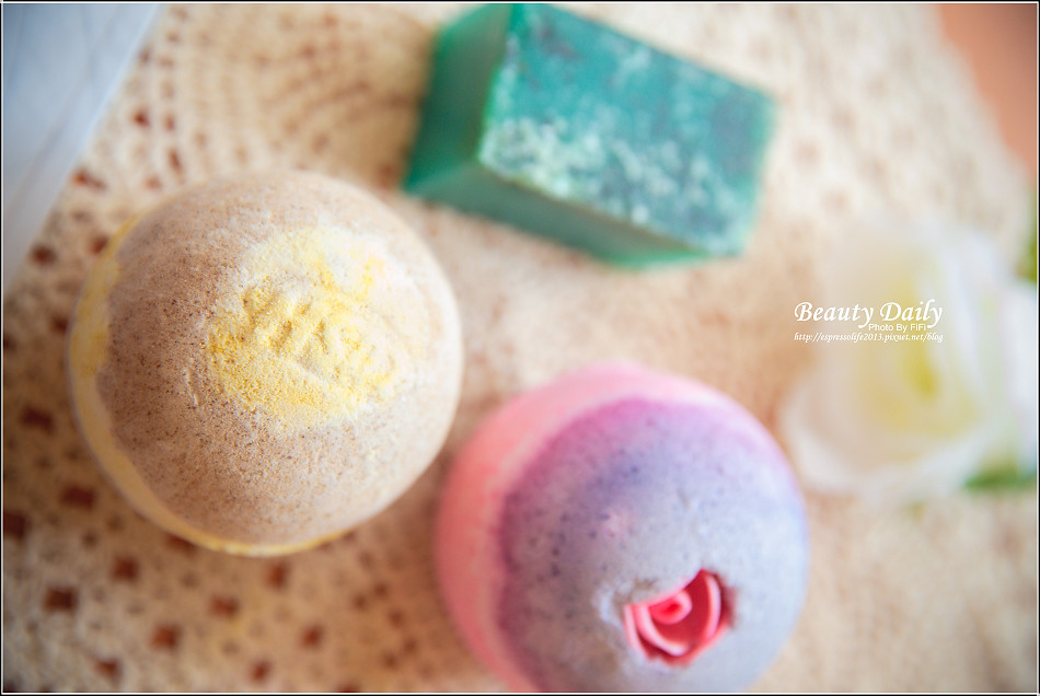 【購物】期待LUSH汽泡浴球帶給我的泡澡享受 ❤ myfone購物網