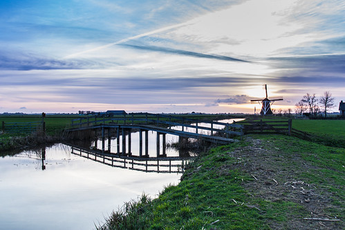 bridge blue sunset reflection green mill water grass clouds canon river zonsondergang groen blauw cloudy meadow wolken wideangle bluesky gras brug riverbank tamron bewolkt molen goldenhour weiland reflectie rivier groothoek blauwelucht rivieroever canoneos450d goudenuur janalbert tamron1024mm sterklicht janalbertnoordstra sterklichtcom