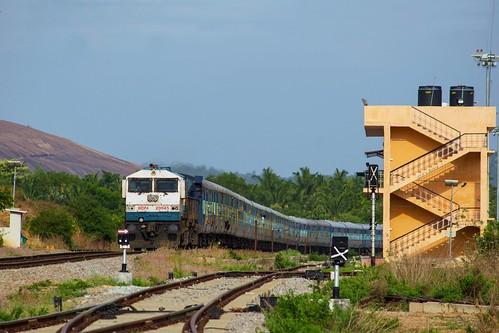 ice ir express intercity 20045 indianrailways kiat swr emd kjm kdag 16201 wdp4 kyatsandra sbcsmet bangaloreshimoga