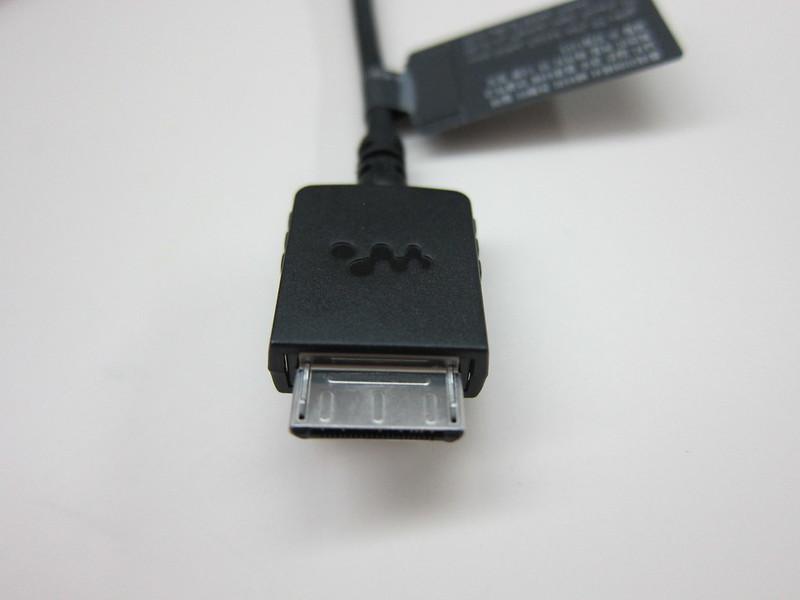 Sony NWZ-A15 - Proprietary Port