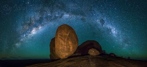 stars australia qld nightsky balancingrock milkyway girraweennp johnfinnan thepryamids