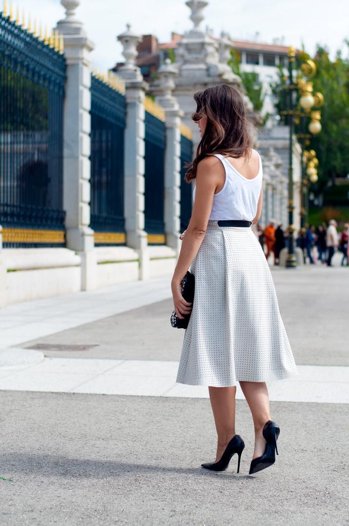 falda-midi-troquelada-zara
