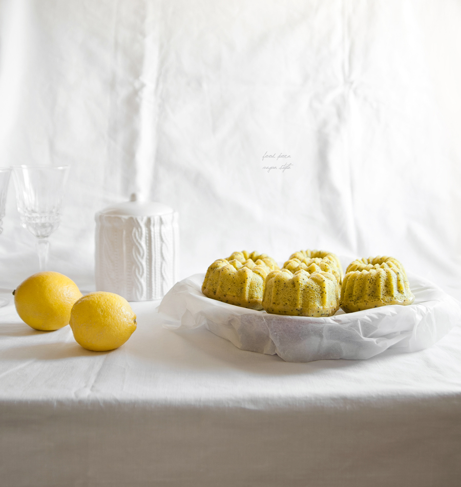 Vegan lemon-poppy seeds bundt cakes