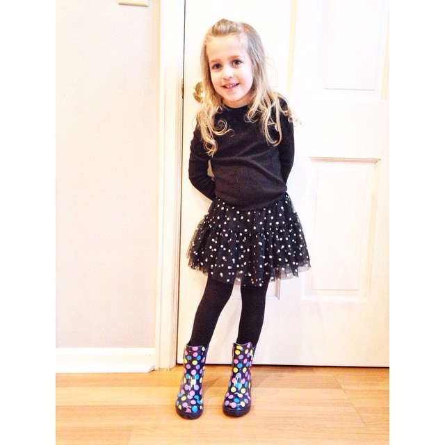 She dressed herself this morning. Black + dots. #missz