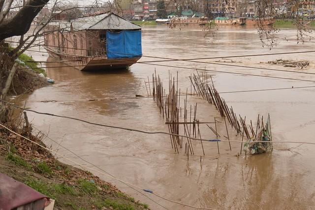 flood in kashmir essay