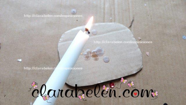 Como dar al carton apariencia de confeti con ceras de velas