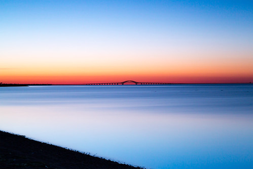 longexposure morning bridge sky newyork beach water sunrise canon dawn spring outdoor longisland filter shore lee nd april predawn babylon goldenhour 6d 2016 greatsouthbay lindenhurst vle neutraldensity robertmosescauseway gradnd graduatedneutraldensity nd10 venetianshores 09gradnd canonef2470mmf28liiusm leebigstopper rpg90901