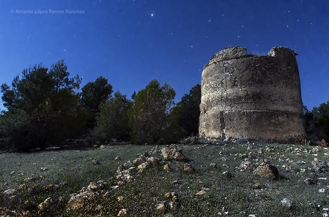 Las ruinas del viejo molino / The ruins of the old windmill (Peñas de San Pedro, Albacete, Spain).