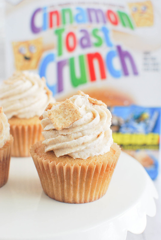 Cinnamon Toast Crunch Cupcakes - fluffy and moist vanilla cupcakes with Cinnamon Toast Crunch buttercream! The cereal is crushed up and used in the frosting!