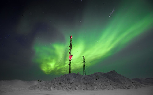 Another aurora view from the hill capturing three bright meteors - northern Finland