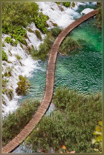 blue green water waterfall path croatia s curve plitvice jezera plitvička likasenjcounty rastovača