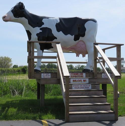Holstein Statue (Beloit, Wisconsin)