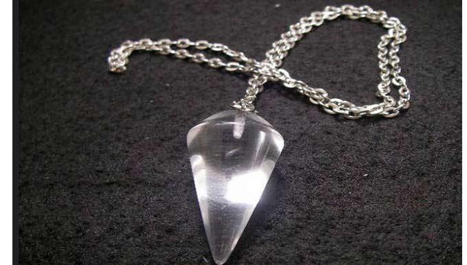 péndulo de cristal con cadena listo para su uso