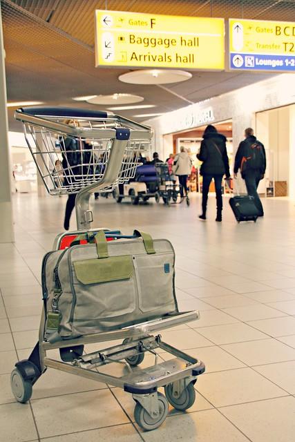 Golla AXL Cabin Bag lentokentällä