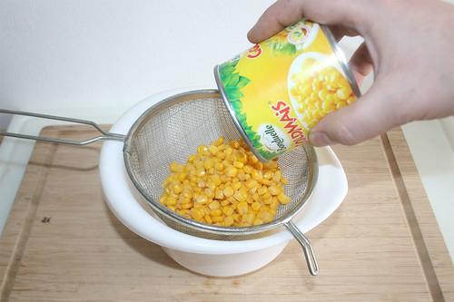 22 - Mais abtropfen lassen / Drain corn