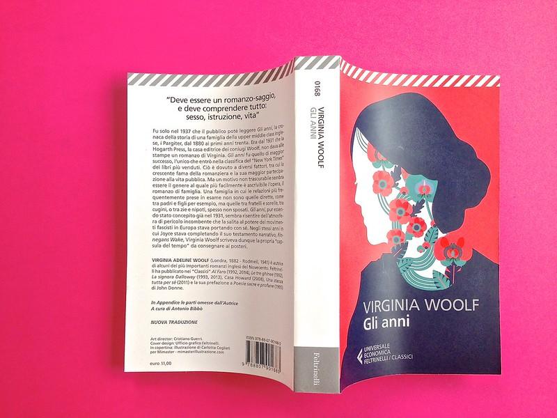 Gli anni, di Virginia Woolf. Feltrinelli 2015. Art dir.: Cristiano Guerri; alla cop.: ill. col. di Carlotta Cogliati. Quarta di copertina, dorso, copertina (part.), 1