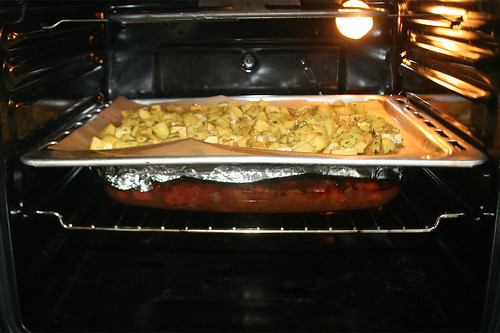 52 - Kartoffelwürfel in Ofen schieben / Put potato dices in oven