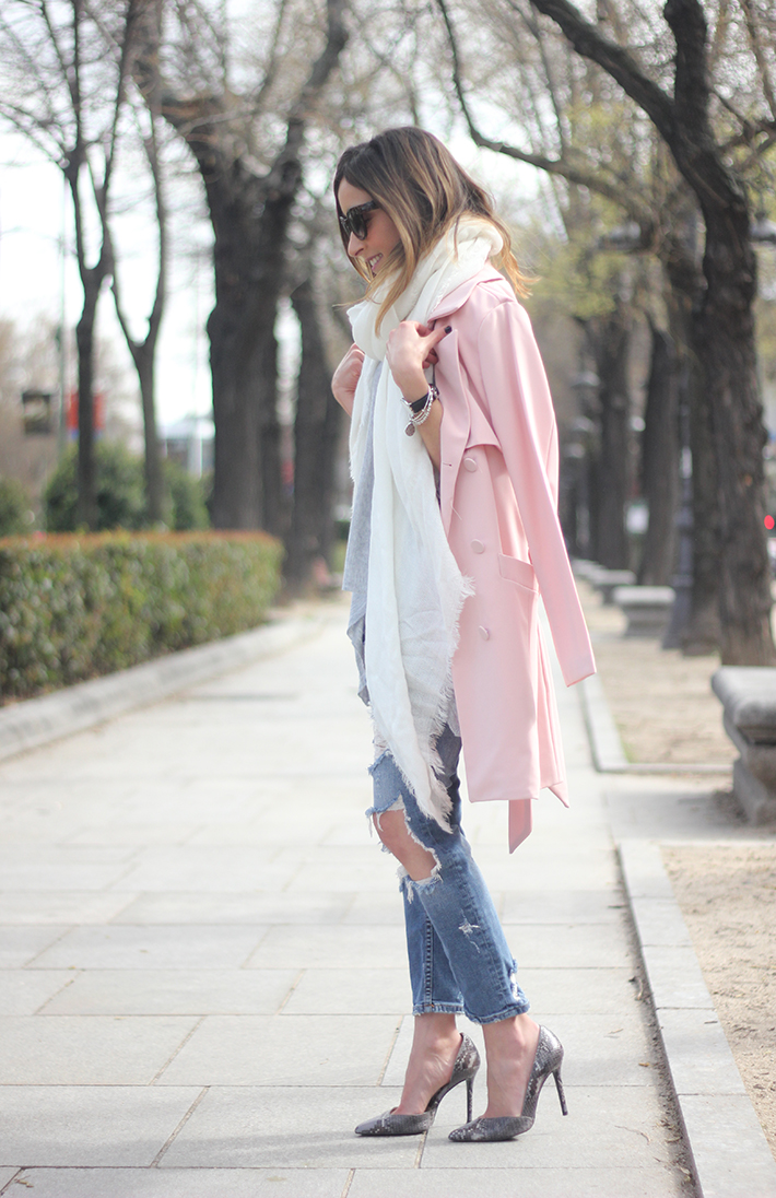 Pink trench & Ripped Jeans02