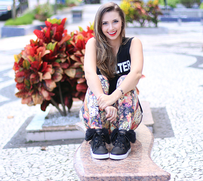 09-look doa dia calça estampa com tênis pelo petite jolie blog sempre glamour jana taffarel