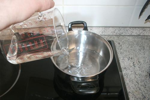 25 - Wasser für Reis aufsetzen / Bring water for rice to a boil