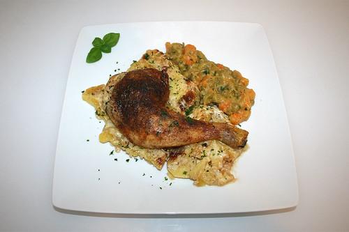 32 - Chicken legs on potatoes - Served / Hähnchenschenkel im Kartoffelbett - Serviert