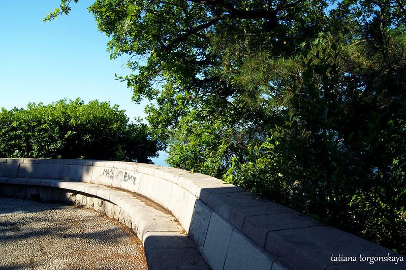 Территория рядом с монументом