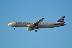 American Airlines Airbus A-321 N549UW new markings DSC_0034_edit