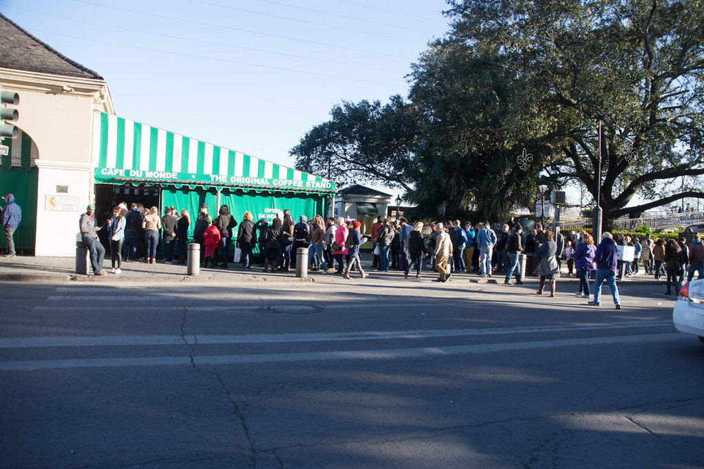 Long lines outside Cafe du Monde during Mardi Gras