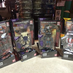 Combiner Wars deluxe are finally here. #transformers #hasbro