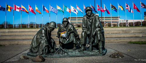 flowers sculpture statue bronze nikon memorial rifle steps wideangle flags chain chainlink soldiers cropped bronzestatue bouquet vignetting fenc flagpoles 2015 d600 ussoldiers tedmcgrath tedsphotos theforgottenwar nikonfx d600fx