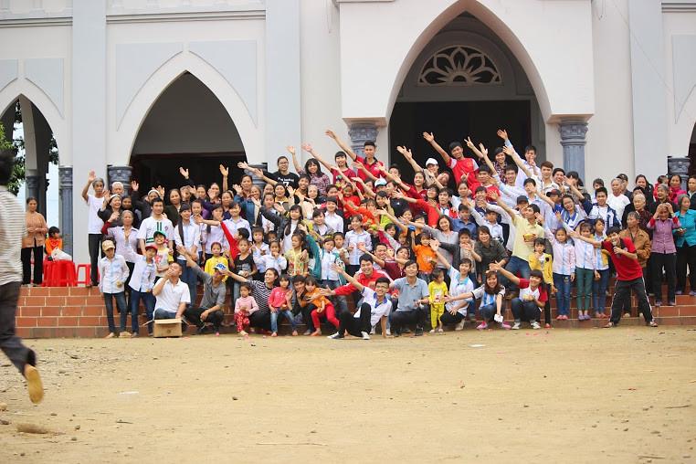 Trải Nghiệm Bác Ái Cùng Nhóm SVCG Hà Thành Tại Giáo Xứ Yên Phú