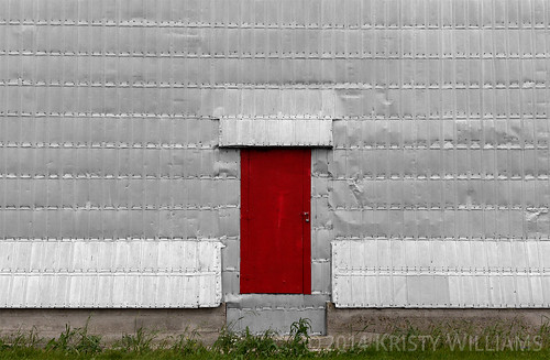 door red metal canon elevator grain prairie saskatchewan kenaston eos50d