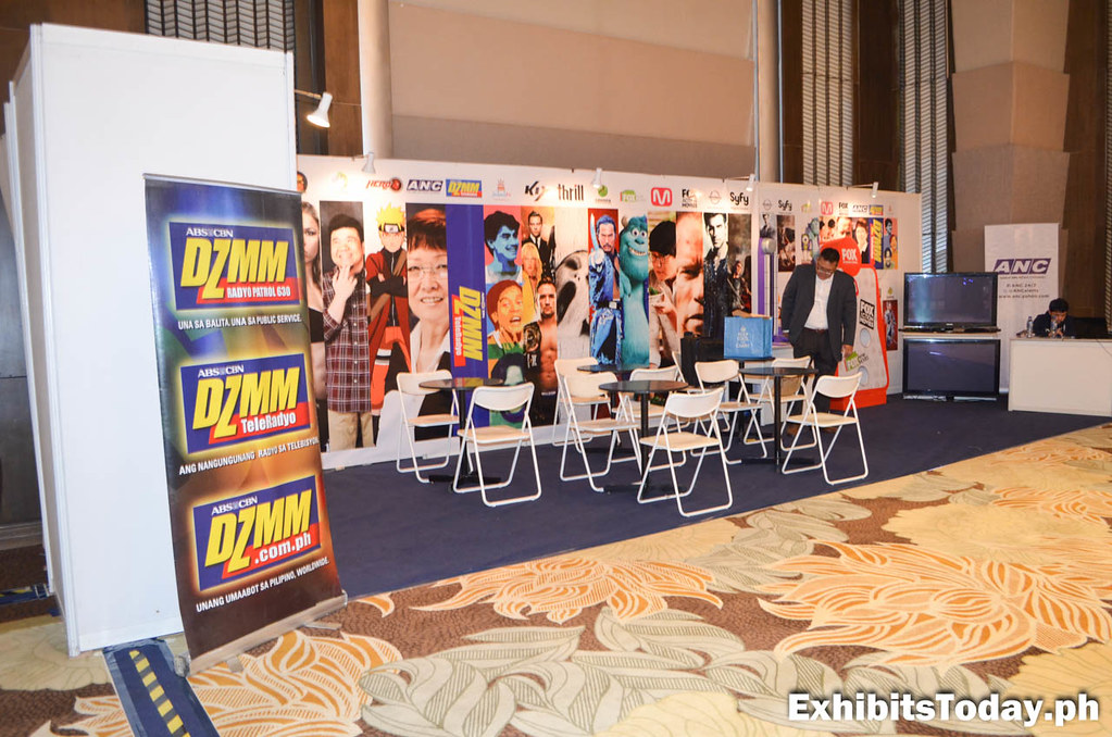 DZMM Exhibit Stand