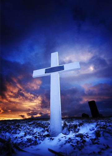 sunset grave graveyard clouds fire evening iceland twilight cross sundown dusk end burial rest fiery hallgrímskirkja nightfall hvalfjordur