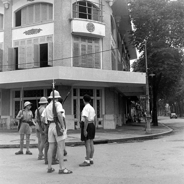 SAIGON Oct 1945 - Góc Hàm Nghi-Phó Đức Chính - Photo by John Florea