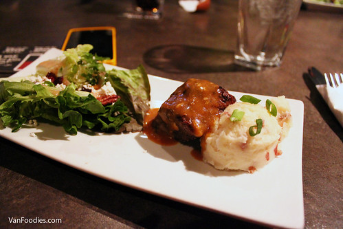 Steak, creamy peppercorn sauce with garlic mash potato and Cascadia Salad