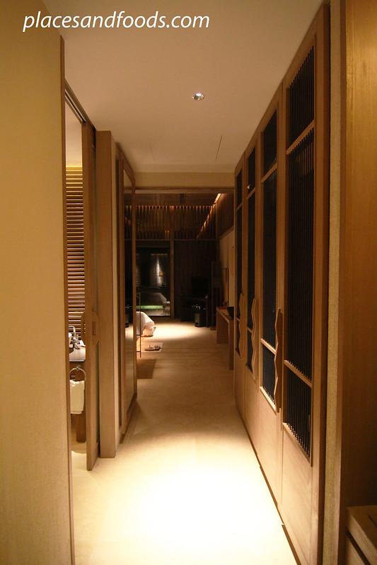 sri panwa room walkway