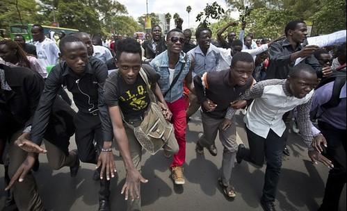 Estudiantes marchan en Kenia por víctimas de ataque contra campus