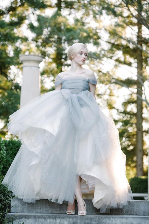 Váy cưới xám pastel