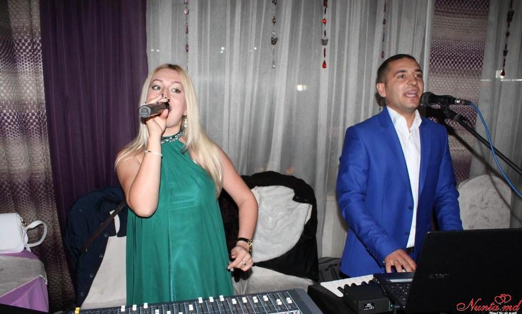 Коллектив семьи Крэчун.Качественную музыку + великолепное световое шоу. > Фото из галереи `Formaţia Familia Crăciun !!!`