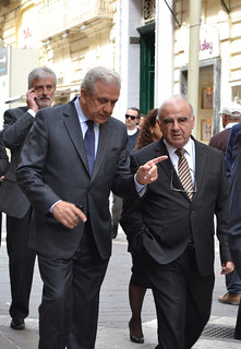 Commissioner Avramopoulos with Minister for Foreign Affairs George Vella walking in Valletta (Malta 23/4/2015)