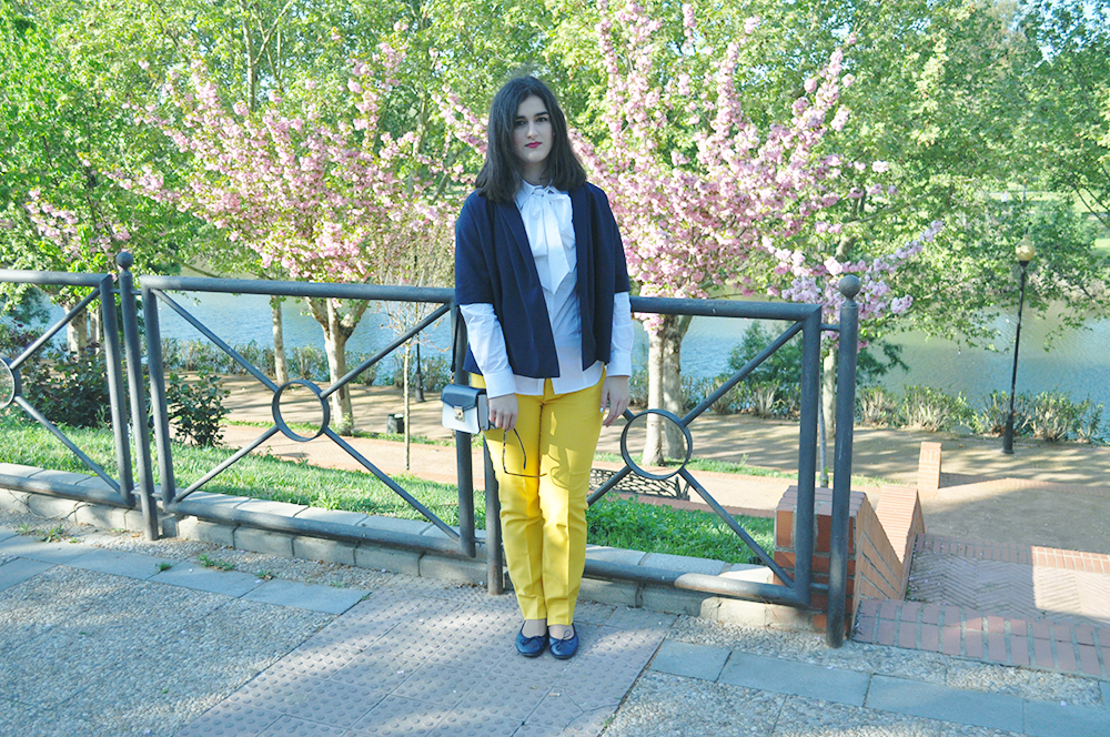 merida, something fashion, spain extremadura blogger, fashion blogger valencia, yellow pants, COS stores blazer kimono, moneo museo romano historia, outfit style eclectic, brunette short hair, bow blouse travel outfit style