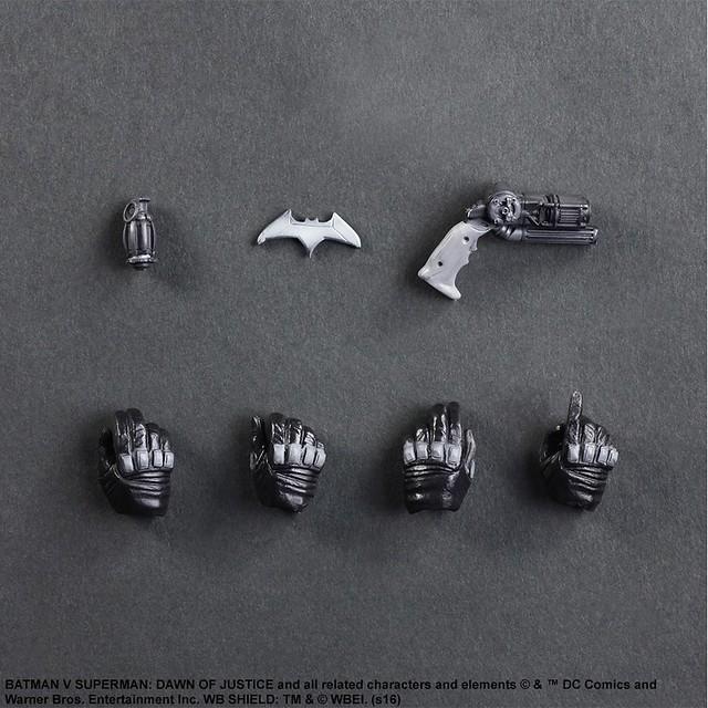 Play Arts 改【黑白版蝙蝠俠】蝙蝠俠對超人:正義曙光 2016 SDCC 限定