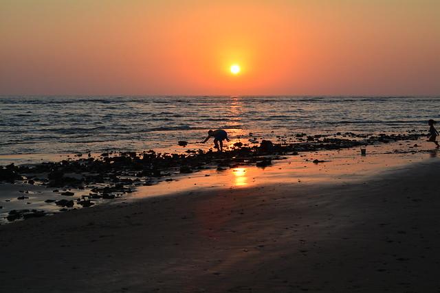 Sunset at the beach.Puesta de sol.