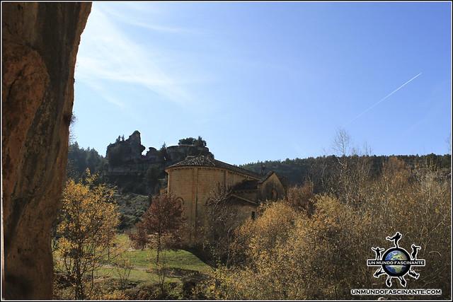 Ermita de San Bartolomé desde la Cueva Grande, P.N. Cañón del río Lobos (Soria, España)