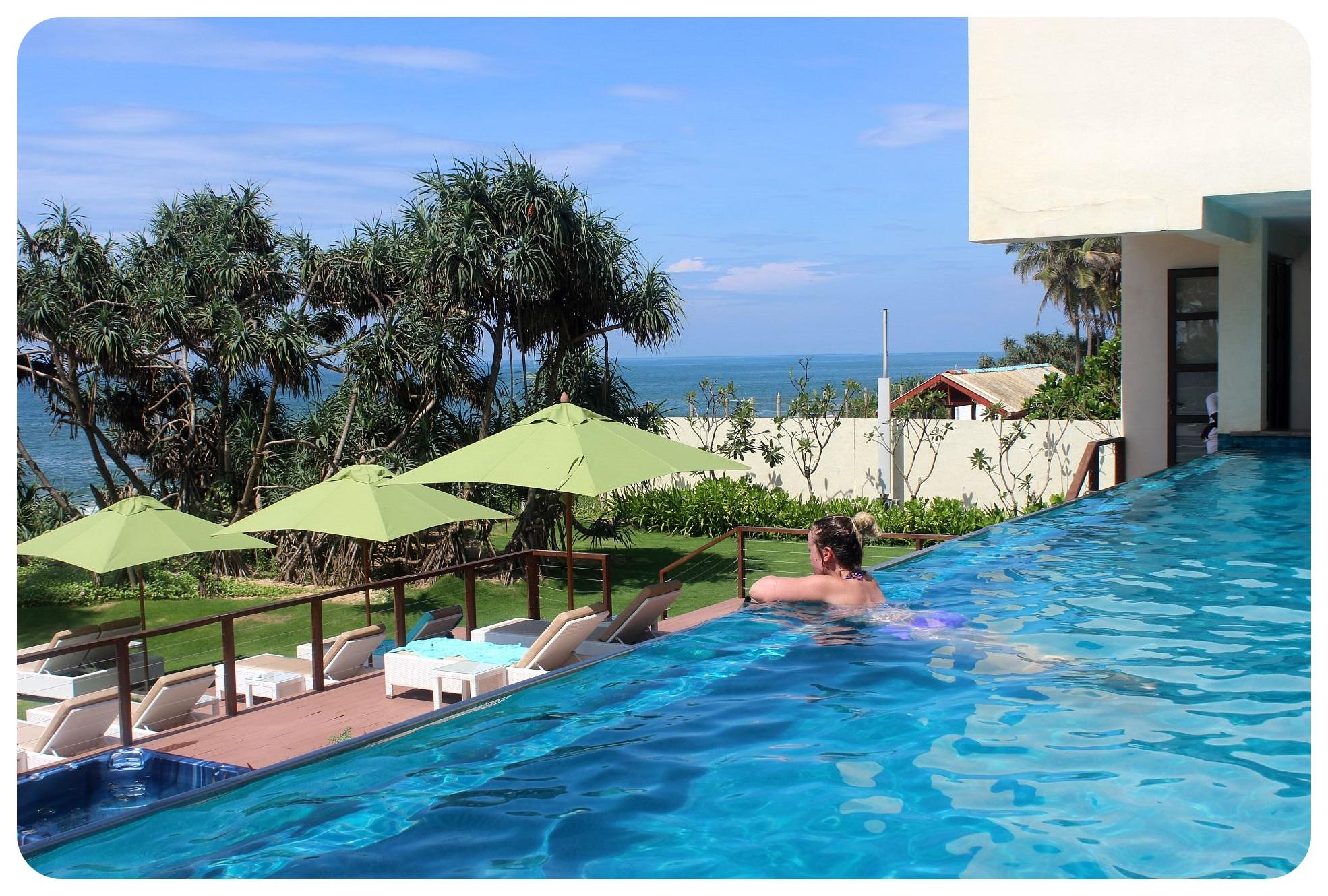 reefs edge hotel infinity pool