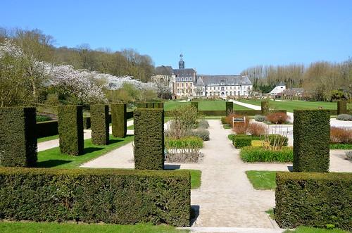 Jardins de Valloires (Somme) - Le cloître végétal et la perspective sur l'abbaye