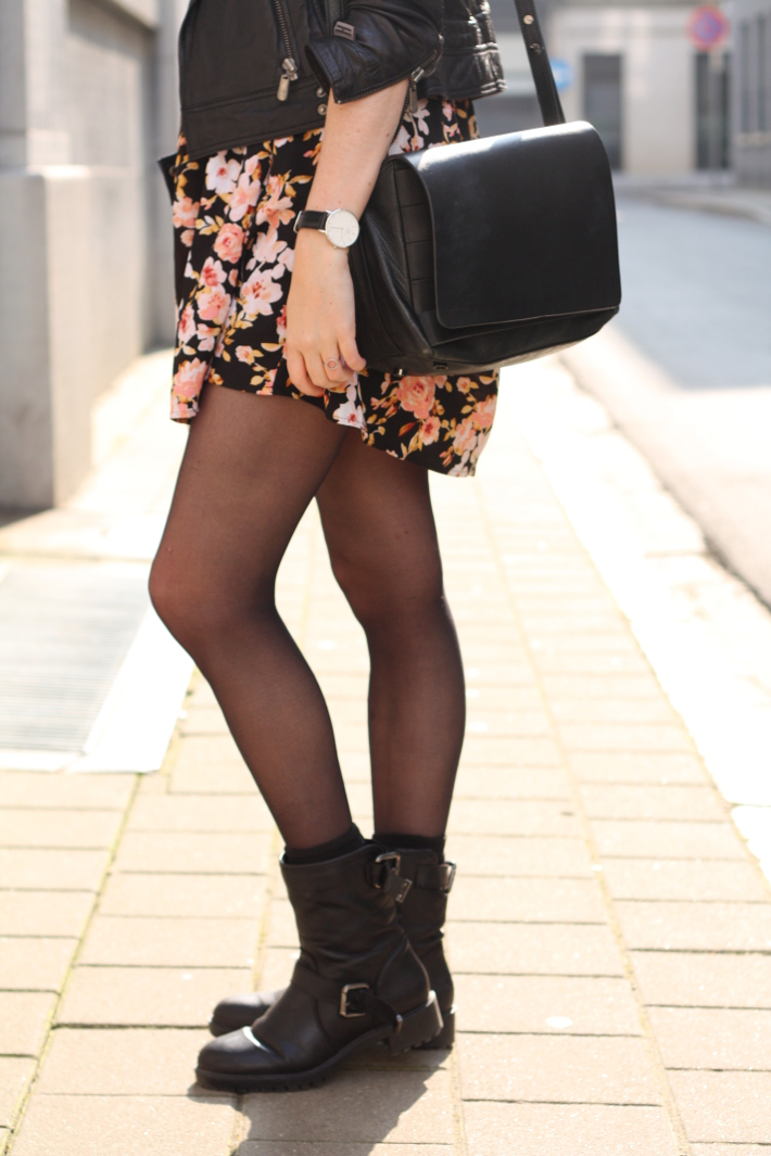 outfit: 90s grunge in floral babydoll, leather jacket and motor boots