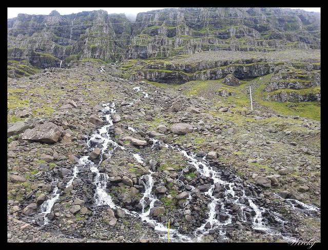Bella cascada sobre el valle del río Fossa