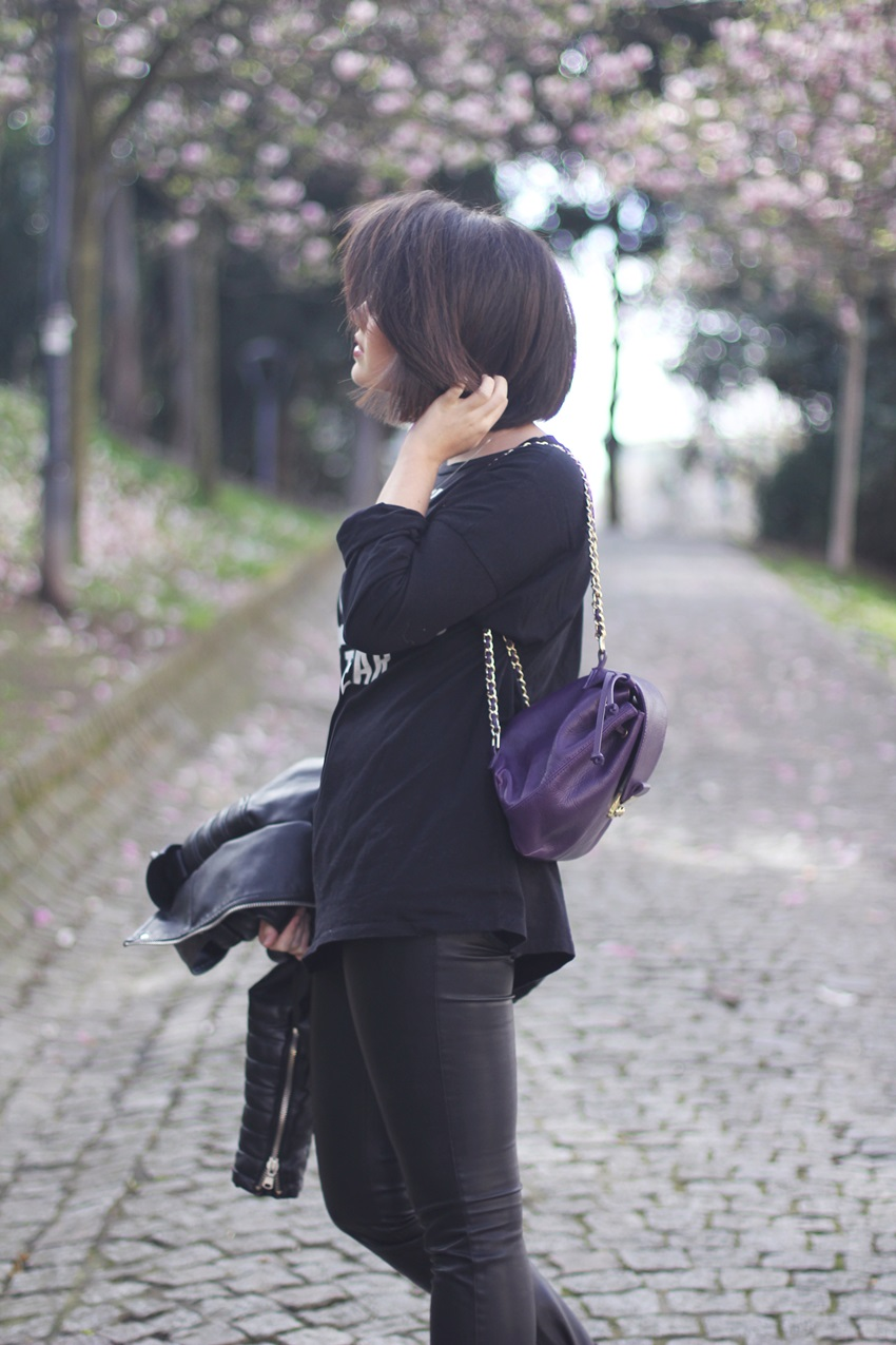 purple-backpack-with-total-black-look-streetstyle